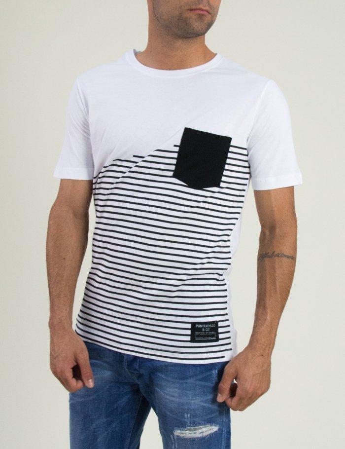 Ανδρική μπλούζα που έχει ρίγες και τσεπάκι σε στενή εφαρμογή