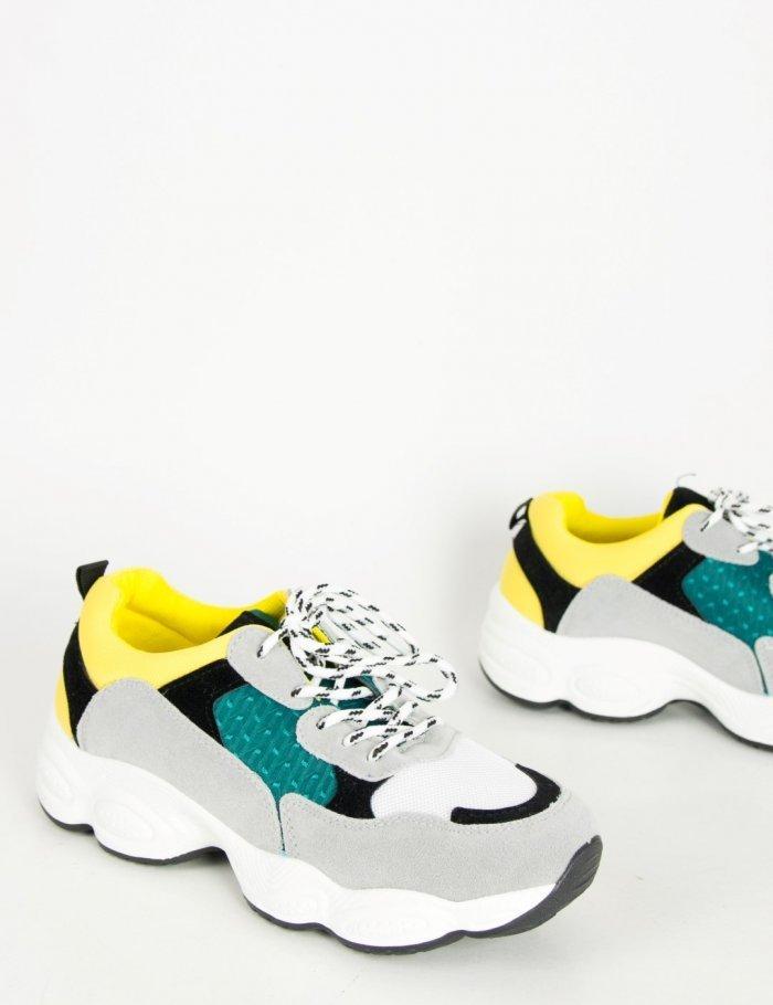 Τα πολύχρωμα Dad sneakers θα φορεθούν πολύ