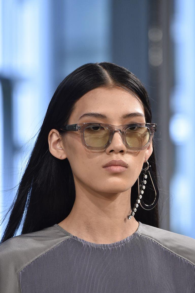Μοδάτα γυναικεία γυαλιά ηλίου με διάφανο σκελετό