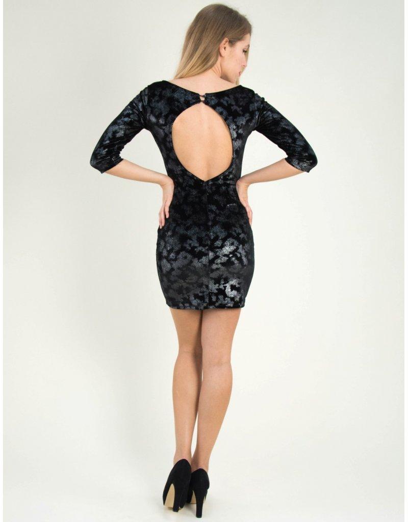 Το βελούδινο φόρεμα υπόσχεται να σου χαρίσει την κομψότητα που χρειάζεσαι