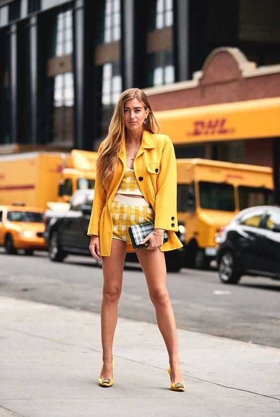 Το κίτρινο χρώμα, η ώχρα και το μπυσταρδί είναι η νέα είσοδος για το καλοκαίρι