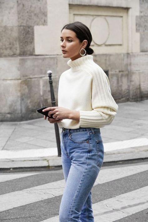 Η πιο διαχρονική επιλογή, ψηλόμεσο τζιν με πλεκτό πουλόβερ