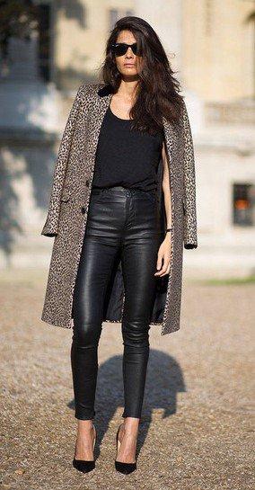 το πιο basic ντύσιμο, δερμάτινο κολάν και παλτό.