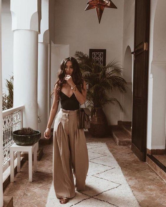 Νουντ υφασμάτινο παντελόνι με καμπάνα, στενή μεση για λεπτοκαμομένες γυναίκες petite