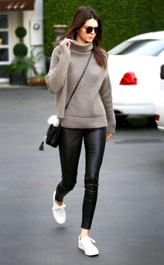 Φόρεσε το πλεκτό πουλόβερ σου με leather κολάν!