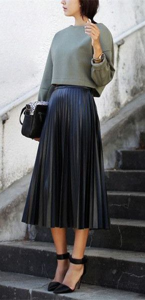 Η τάση του 2019, πλισέ φούστα με κοντό πουλόβερ