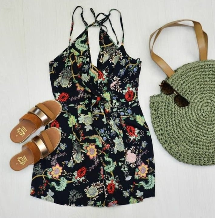 Φόρεσε σανδάλια με την ψάθινη τσάντα σου για απόλυτα καλοκαιρινό look
