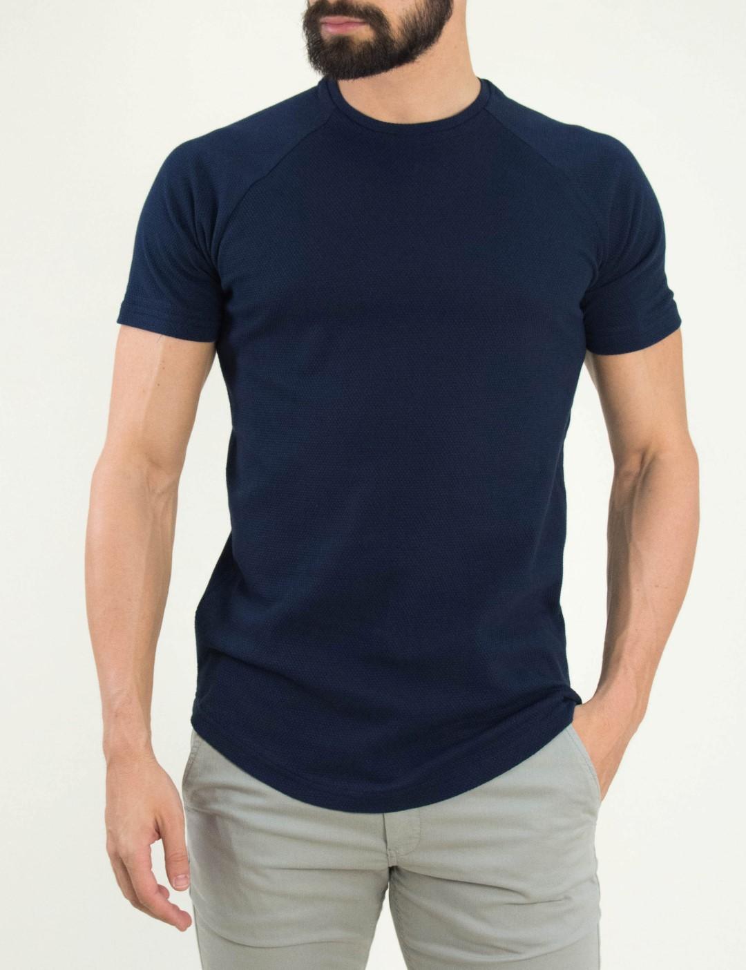 8743e3c84099 Ανδρικό μαύρο κοντομάνικο μπλουζάκι μονόχρωμο FW91106F