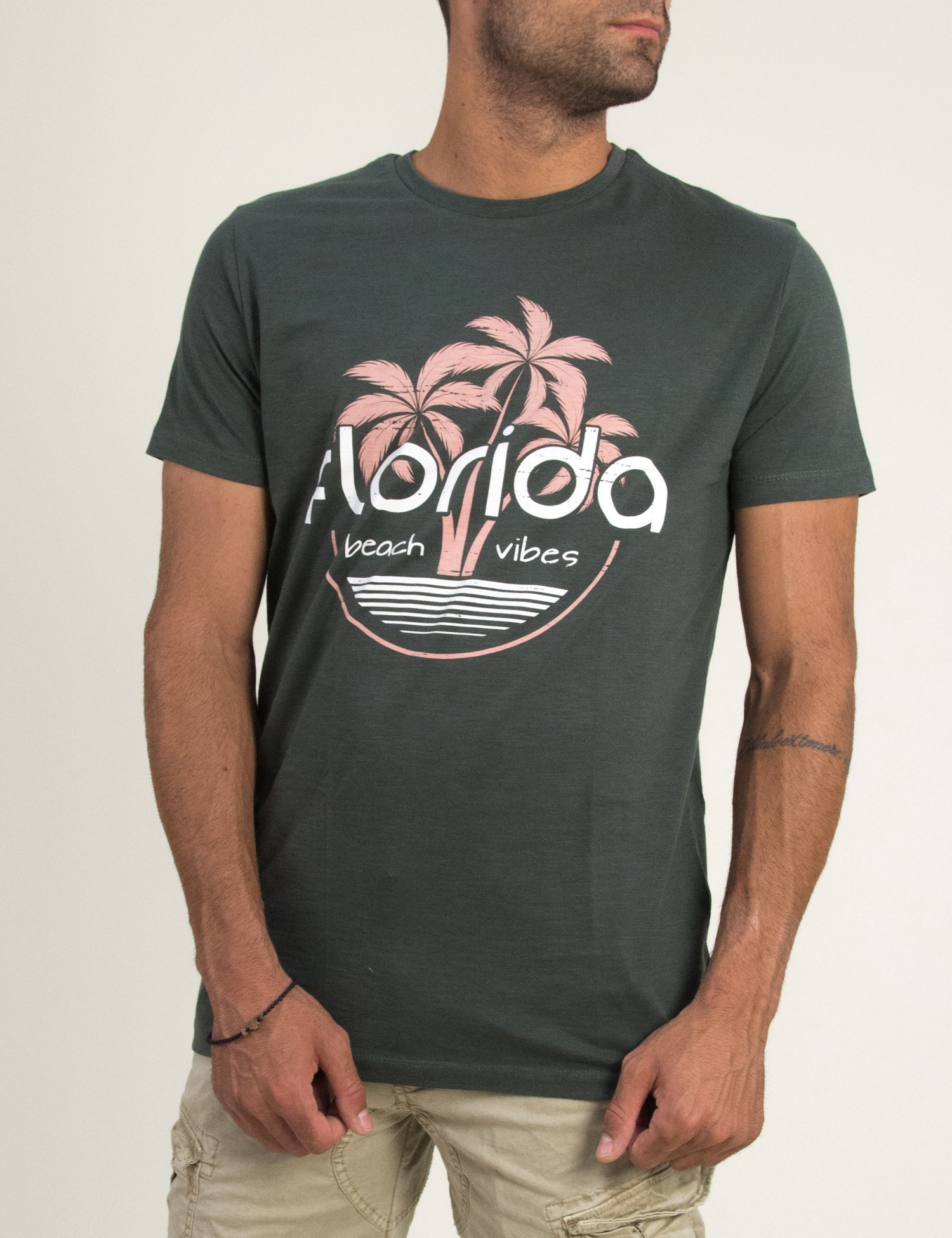 4266c88b19fd Ανδρική κοντομάνικη μπλούζα με τύπωμα Brothers χακί 5041F