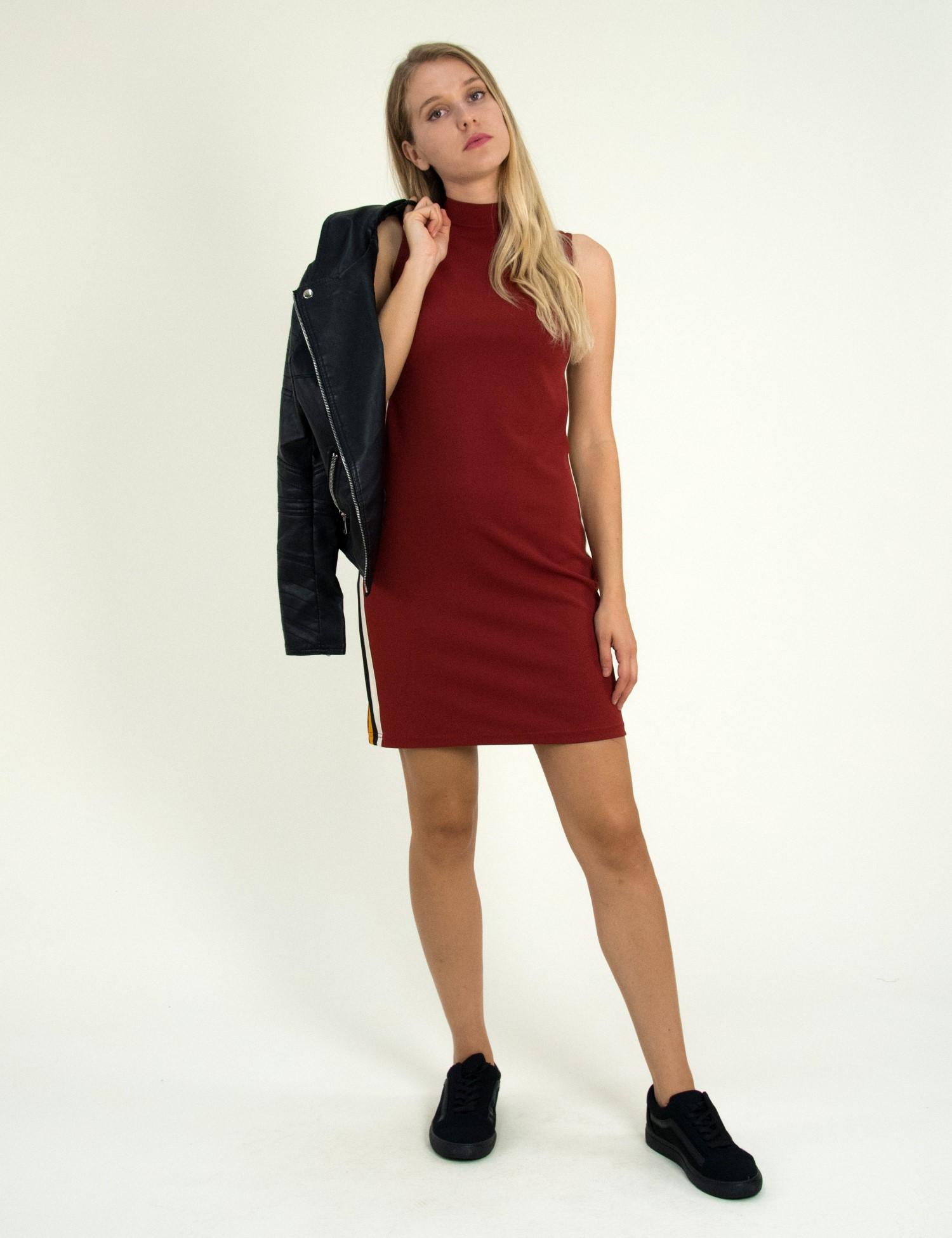 Γυναικείο μπορντό αμάνικο φόρεμα με χαμηλό ζιβάγκο 1175820F 48e98d90b7c