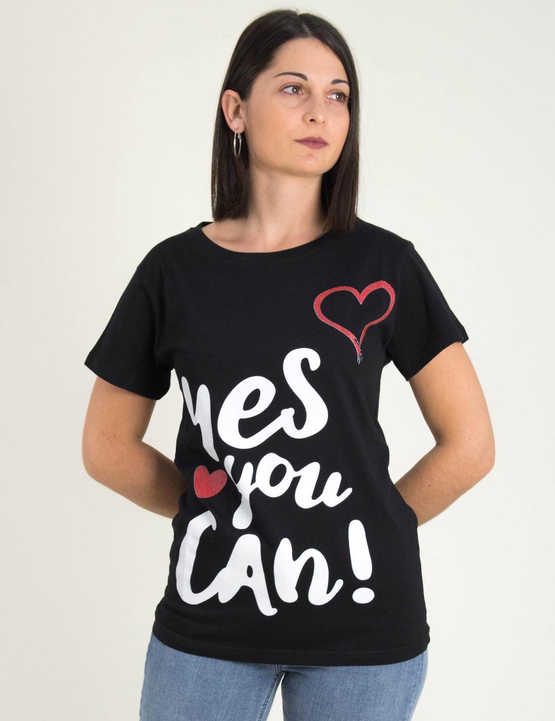 a9bd5cb55022 Γυναικεία μαύρη κοντομάνικη μπλούζα Τύπωμα Yes you can WL1804L
